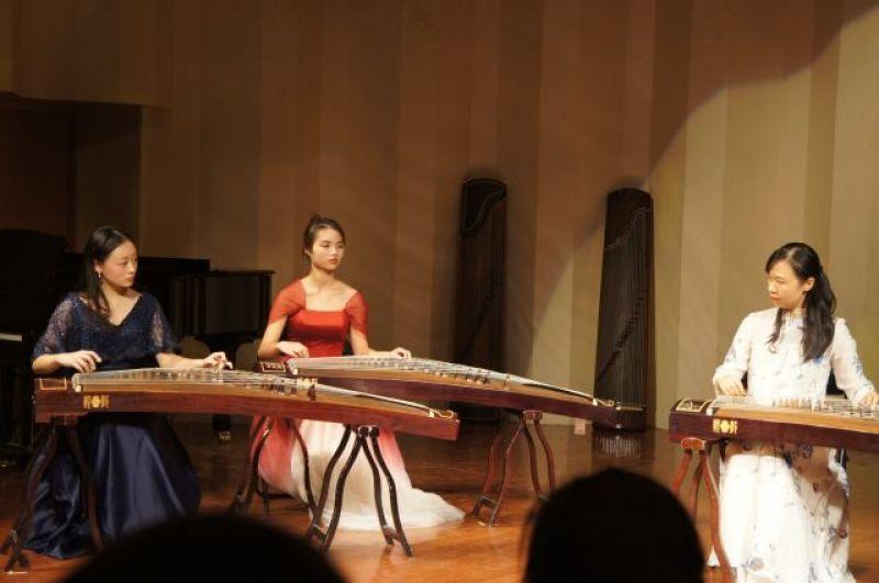 Старинные народные китайские инструменты.