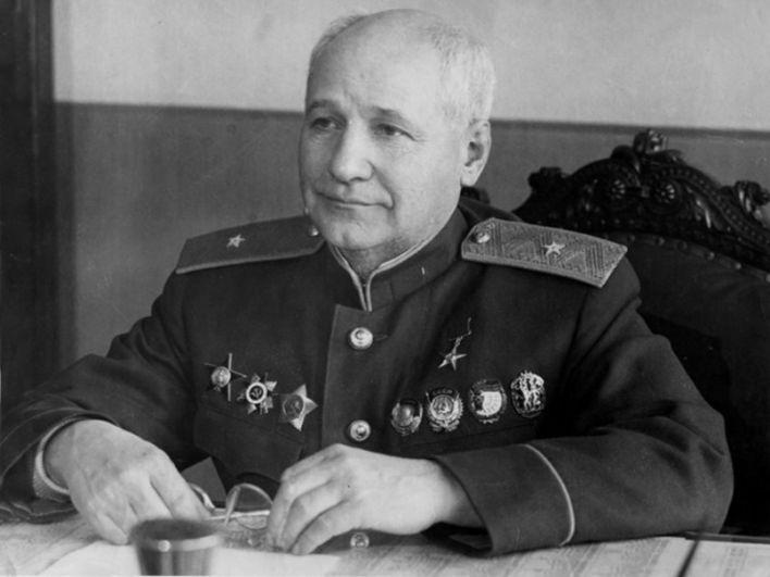 Москва (Внуково) – авиаконструктор Андрей Туполев.