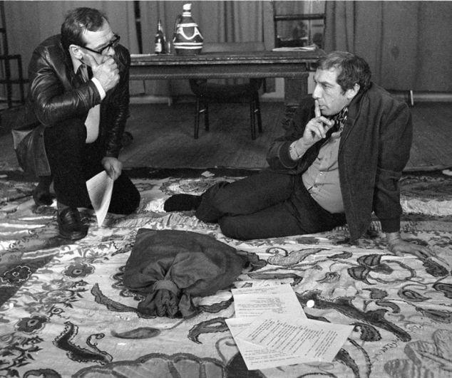 Народный артист СССР Георгий Жженов (слева) и заслуженный артист РСФСР Сергей Юрский (справа) на репетиции. 1982 год.