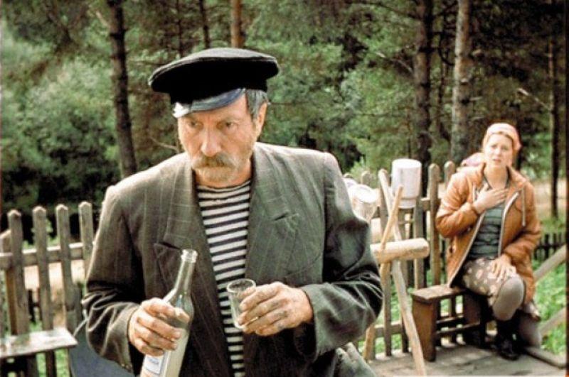 Сергей Юрский в роли дяди Мити в фильме «Любовь и голуби». 1984 год.