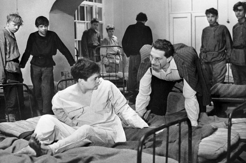 Артист Сергей Юрский (справа) в художественном фильме «Республика Шкид», 1966 год.