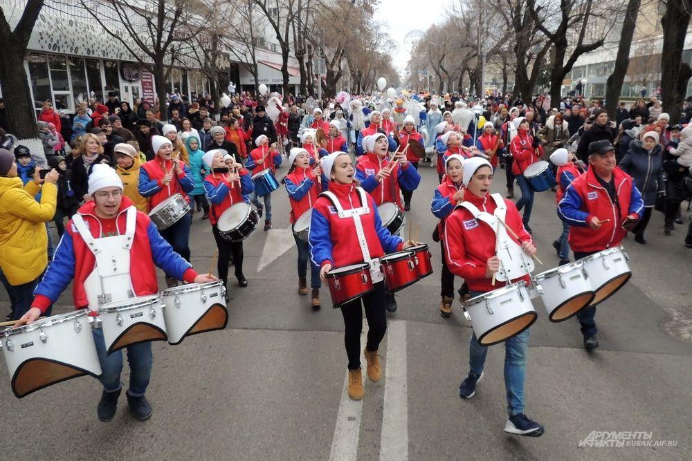 Оркестр духовых и ударных инструментов «Юнга» участвует в шествии каждый год.