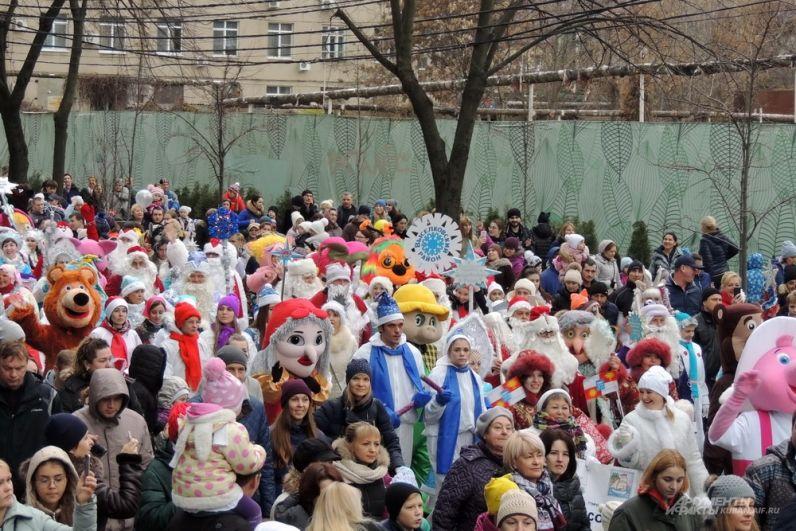 В шествии приняли участие делегации из всех 44 муниципалитетов края и учреждений культуры.