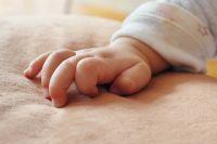 В Ноябрьске недоношенные малыши получили в подарок вязаные вещи