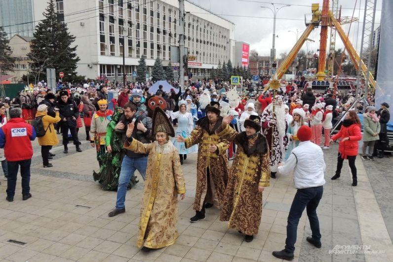 Колонна дошла до Театральной площади.