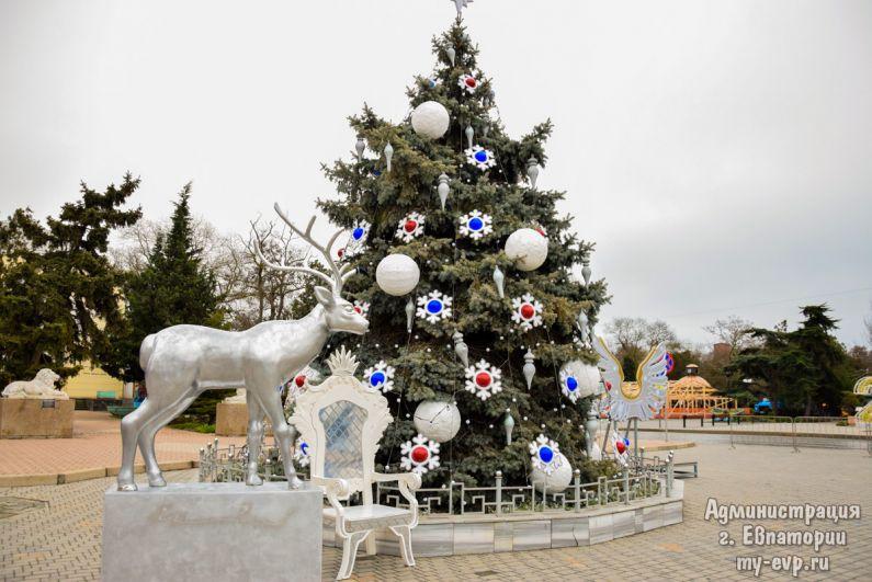 Новогодняя елка в Евпатории.