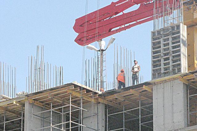 К негативным фактором строители относят высокие налоги и дорогие кредиты.