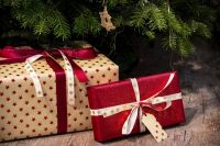 Подарки под ёлку некоторые родители готовят ещё в сентябре.