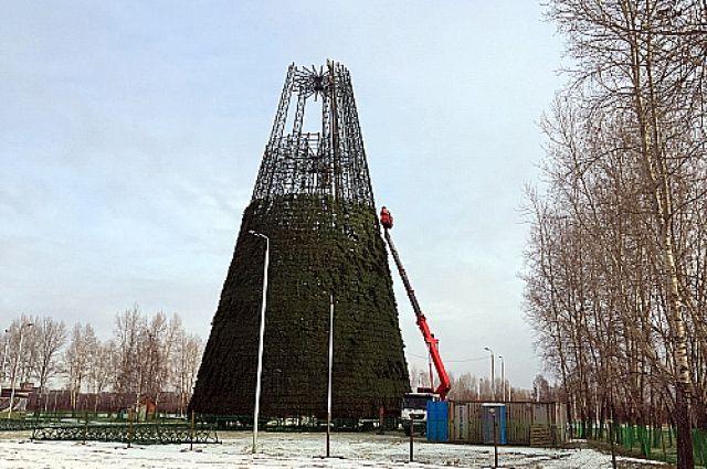 Елка в Татышев-парке - самая высокая в стране.