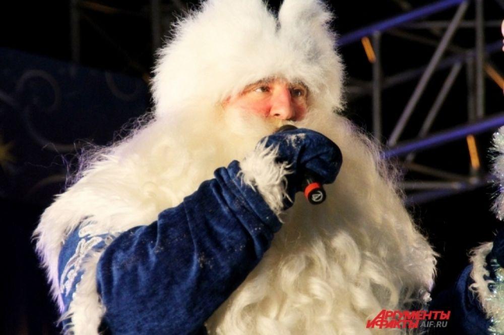 Кроме этого, в сквере открылась резиденция деда Мороза, посетить которую могут все желающие до 7 января.