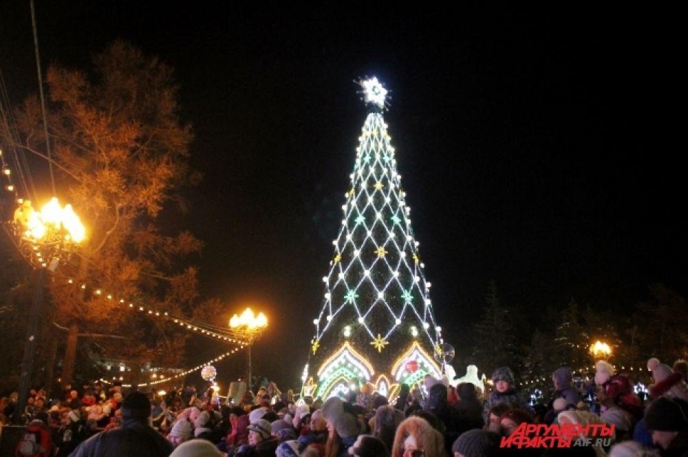 Основные праздничные мероприятия продолжатся в сквере им. Кирова и на других площадках Иркутска до 13 января 2018 года.