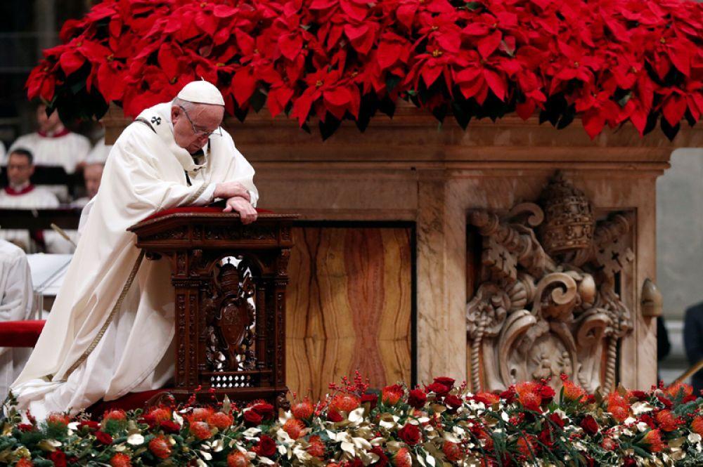 Рождественская месса Папы Римского в Ватикане.