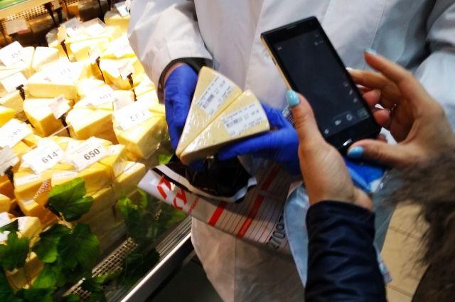 В начале декабря в магазинах закупили 8 образцов сыра.