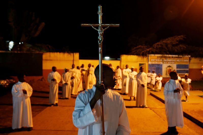 Месса в канун Рождества в соборе в Киншасе, Демократическая Республика Конго.