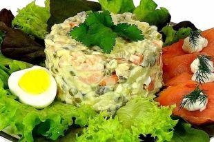 Салат оливье можно запечь в духовке под сыром.