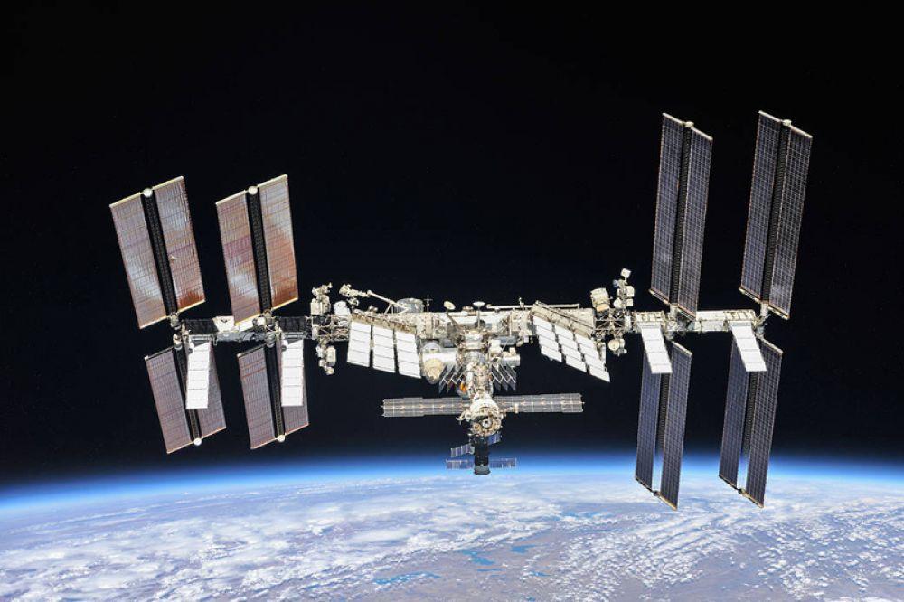 Снимок, приуроченный к 20-летию Международной космической станции и показывающий станцию сегодня.
