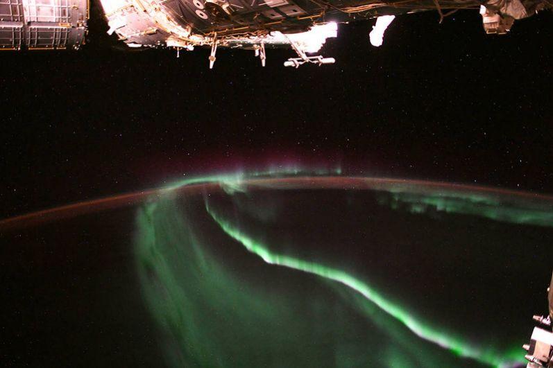 Северное сияние, вид из космоса.