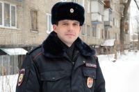 Инспектор ППСП Управления МВД России по г. Перми Александр Шардин спас мужчину.