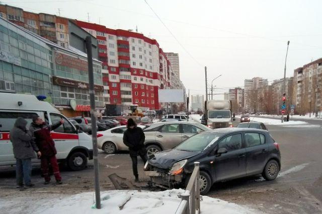 Авария произошла в микрорайоне Парковый.