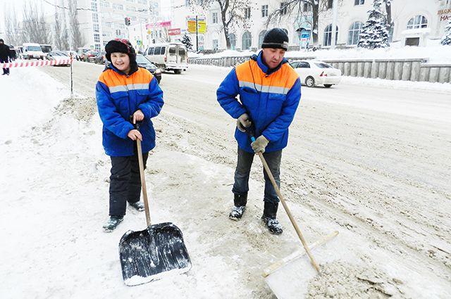 Теперь мужчине в процессе физической работы на свежем морозном воздухе с лопатой и метлой в руках предстоит подумать, стоило ли избегать оплаты штрафа.
