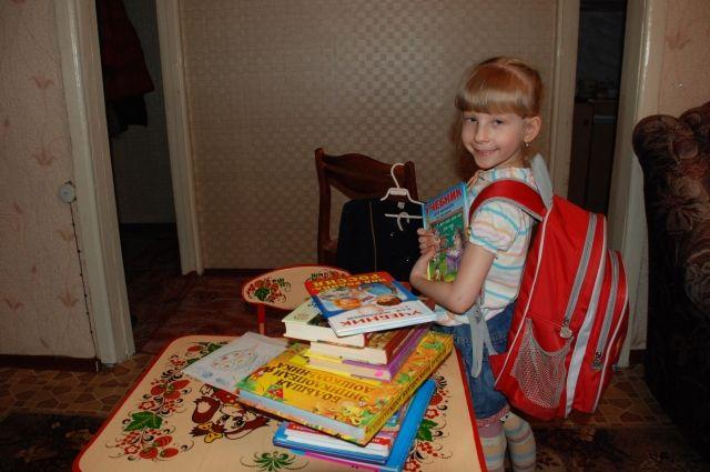Кто-то собирается в школу, а кто-то будет учиться дома.