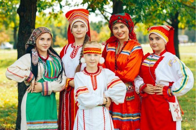 В каждой мордовской семье были и свои орнаменты, родовые знаки, которые вышивали на головном уборе.