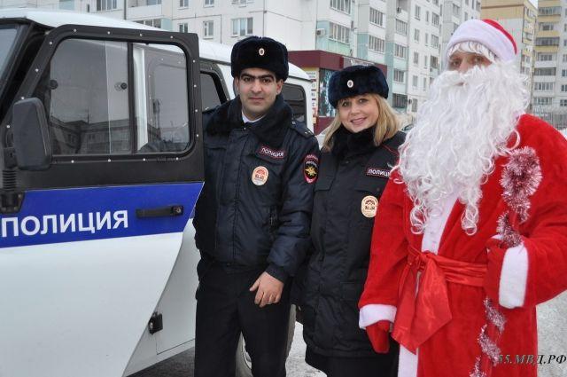 И всё-таки чаще Дед Мороз - добрый и щедрый персонаж. Он любит детей и праздник.