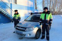 Экипаж ДПС выехал к замерзшему автобусу в мороз -35.