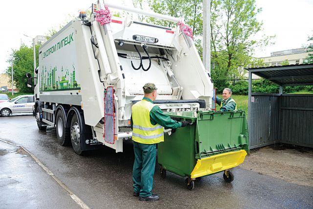 В Липецке появились новые мусоровозы и контейнеры.