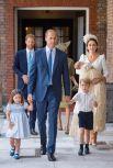Ну конечно, как можно пропустить такое знаменательное событие, как рождение третьего ребенка герцогини Кэмбриджской! Кейт Миддлтон 23 апреля (за 10 дней до дня рождения принцессы Шарлотты) родила третьего ребенка - сына Луи Артура. Кстати, для герцогини третья беременность далась непросто - многие СМИ и поклонники королевского семейства отмечали, как плохо выглядит герцогиня., а врачи говорили о проблемах во время беременности.