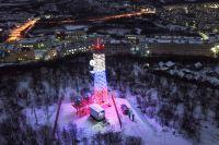 Последняя из 5040 объектов цифрового вещания передающая башня с названием «Ура» введена в эксплуатацию в посёлке Видяево Мурманской области.