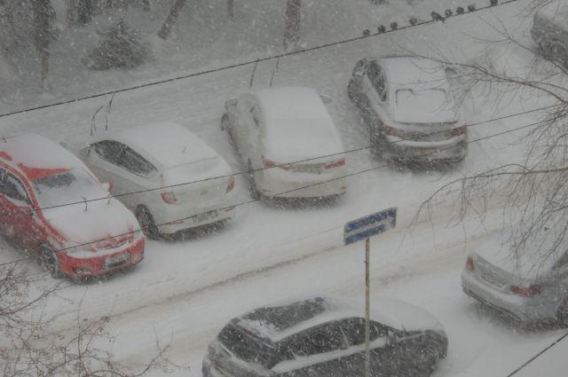 Автомобилистов призывают соблюдать скоростной режим и безопасную дистанцию.