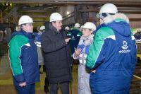 Комплекс по переработке апатитового концентрата на АНОФ-2. Андрей Гурьев (второй слева) рассказал Марине Ковтун об этапах модернизации фабрики.