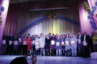 Десятки работников получили заслуженные награды.