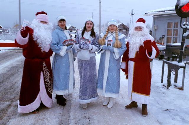 Повторить правила дорожного движения с дедом Морозом и Снегурочкой полезно и приятно.