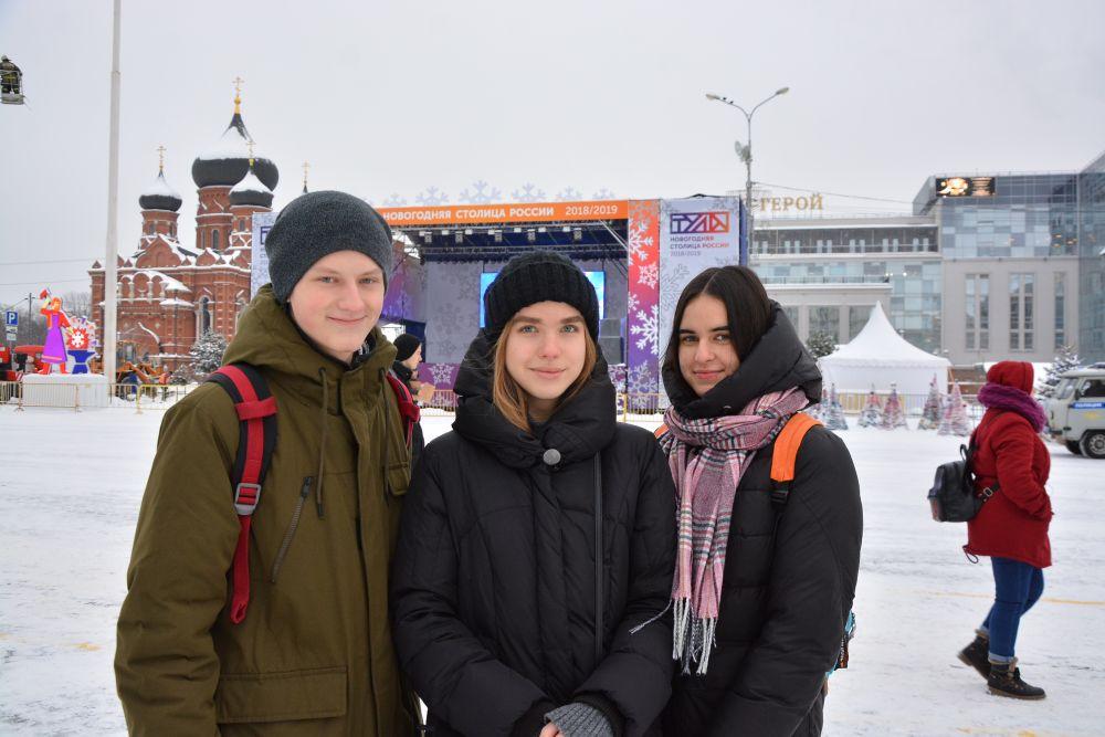Егорова Полина, Елизавета Сахарова, Нехарашев Илья желают Тулякам: пусть исполнятся все ваши мечты, достижение целей и хорошего настроения.