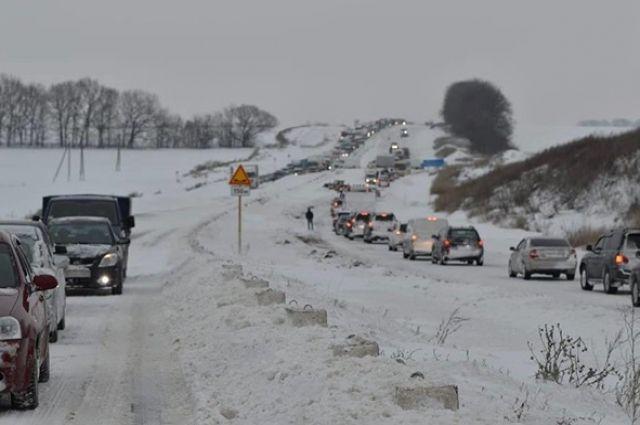 Метель и пробки: в Полтавской области запретили въезд для всего транспорта