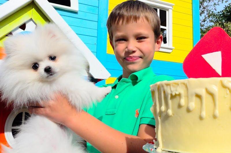 Mister Max — 10,3 млн подписчиков. У мальчика Макса из Одессы и его младшей сестры — более 20 млн подписчиков на двоих. В основном Макс делает обзоры на новые игрушки.
