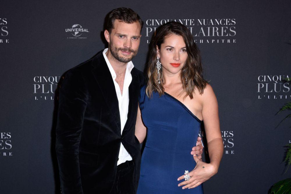 Звезда «Пятидесяти оттенков серого» Джейми Дорнан и его супруга Амелия Уорнер станут родителями в третий раз. У пары уже есть две дочери.