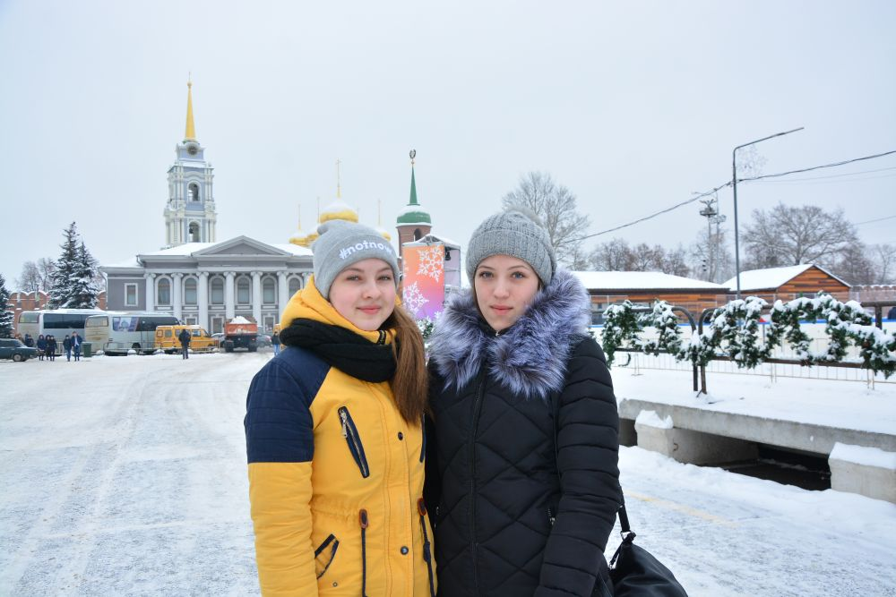 Снежана Чеснокова и Евгения Доценко желают Туле развития, повышения демографии и веселых мероприятий.