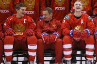 Игрок молодежной сборной Клим Костин, главный тренер Валерий Брагин иигрок Дмитрий Саморуков.