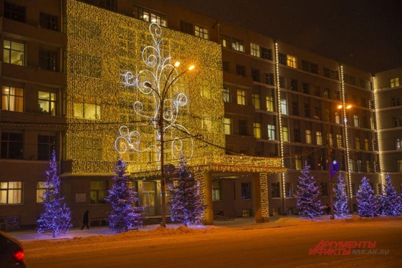 Центр города традиционна утопает накануне праздников в иллюминациях и огнях.