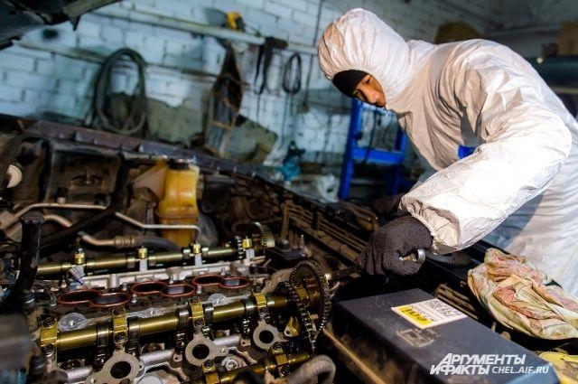 Машину в автосервисе готовы принять каждый день с 9.00 до 20.00, включая выходные дни и праздники.