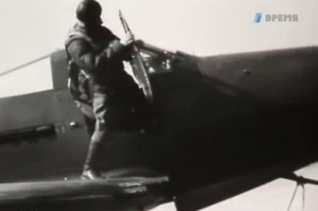 Покрышкин сбил 53 вражеских самолета лично и 6 - в группе.