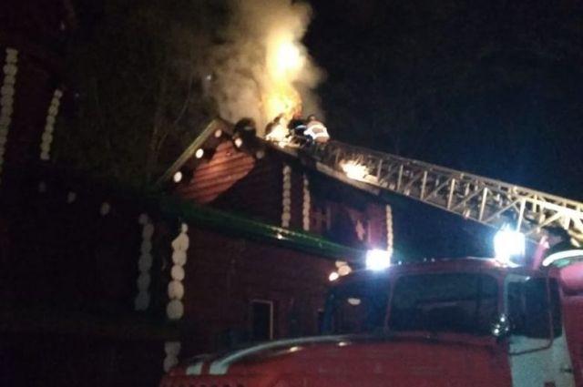 Пожарные тушили квартиру