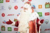 Даже самые взрослые «внучата» чувствуют себя детьми рядом с Дедом Морозом.