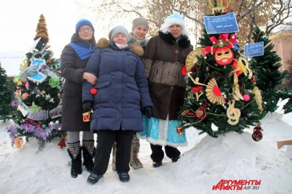Украшение новогодней елки - это многовековая традиция, определенный ритуал, которого годами придерживается большинство граждан Российской Федерации.