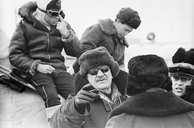 Михаил Калатозов снимает художественный фильм «Красная палатка». 1968 г.
