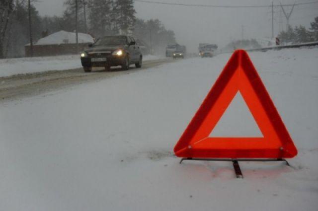 На девятом километре автодороги водитель, по предварительной информации, не выбрал скорость, соответствующую  дорожным и метеорологическим условиям и выехал на полосу встречного движения.