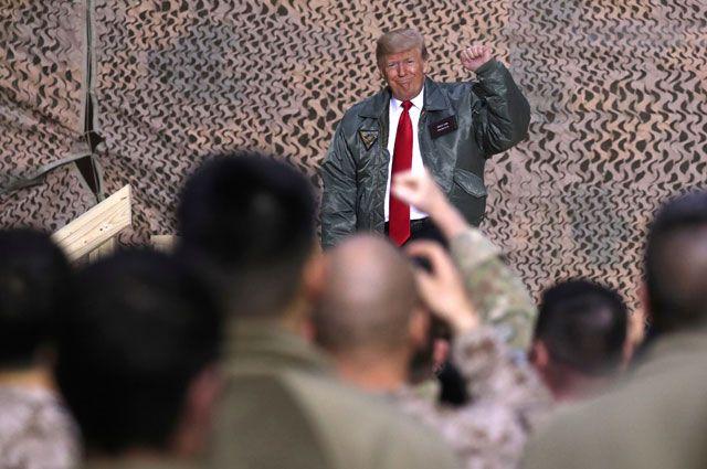Дональд Трамп на американской авиабазе Айн-аль-Асад в Ираке.